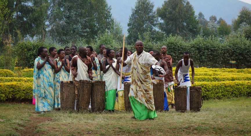 rwanda-community-entertaining